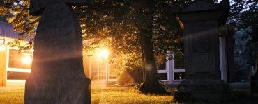 Kirche im Licht der Nacht